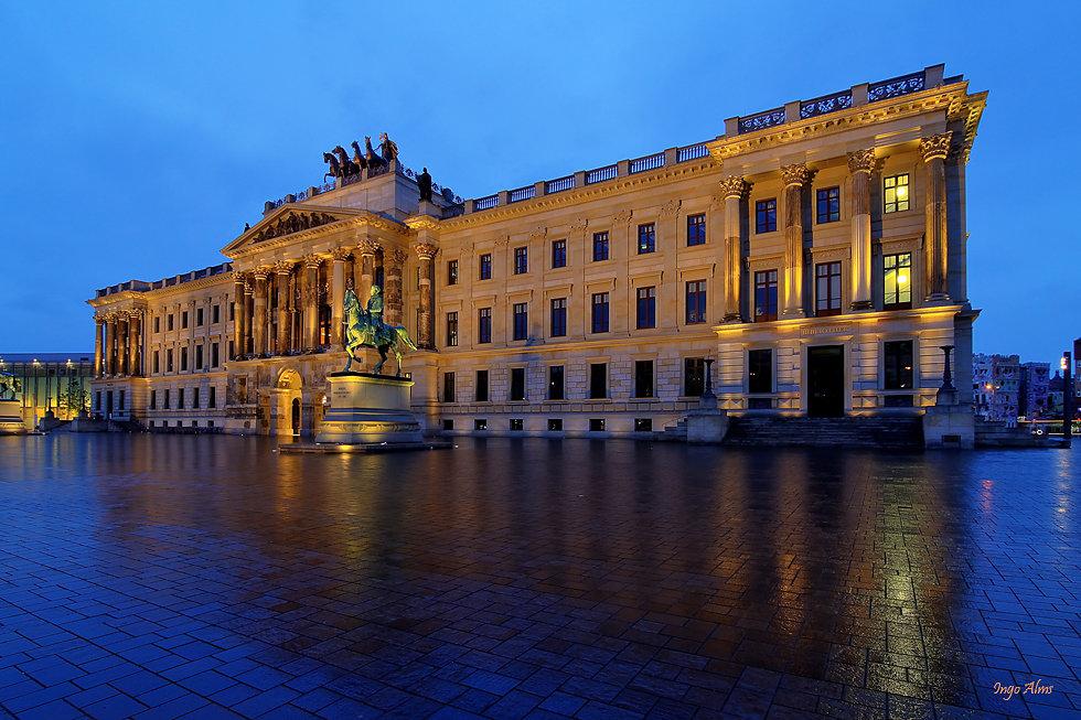 Residenzschloss-Braunschweig.jpg